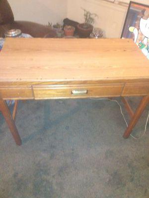 Photo Small beautiful solid oak desk