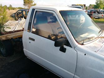Buying Toyota Tundra Tacoma pu Nissan Titan Frontier pu Datsun pu 720 620 521 520 320 220 Thumbnail