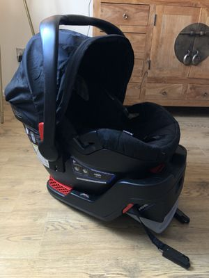 Photo Britax B-Safe 35 Infant Car Seat with Base