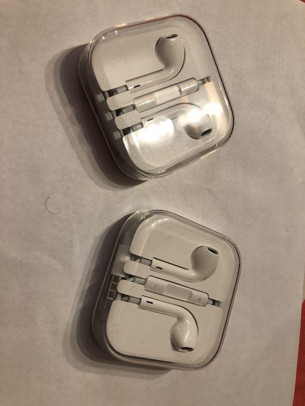Brand NEW Apple EarPods Earbuds Headphones for Sale in