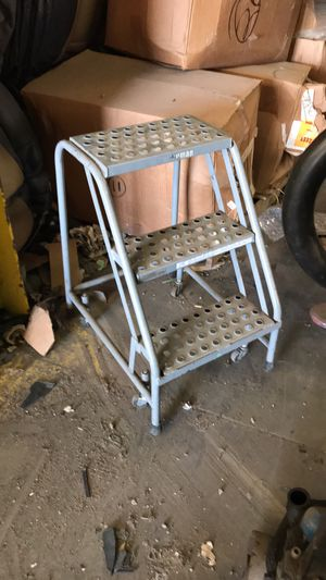 Portable steps on castors for Sale in East Saint Louis, IL