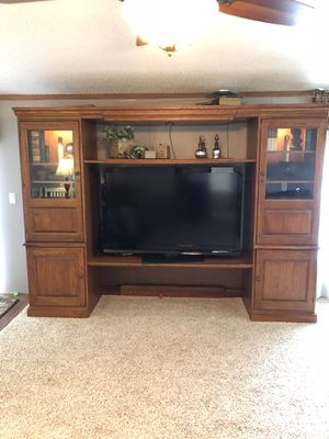 Hooker Entertainment Center for Sale in Hartland, MI