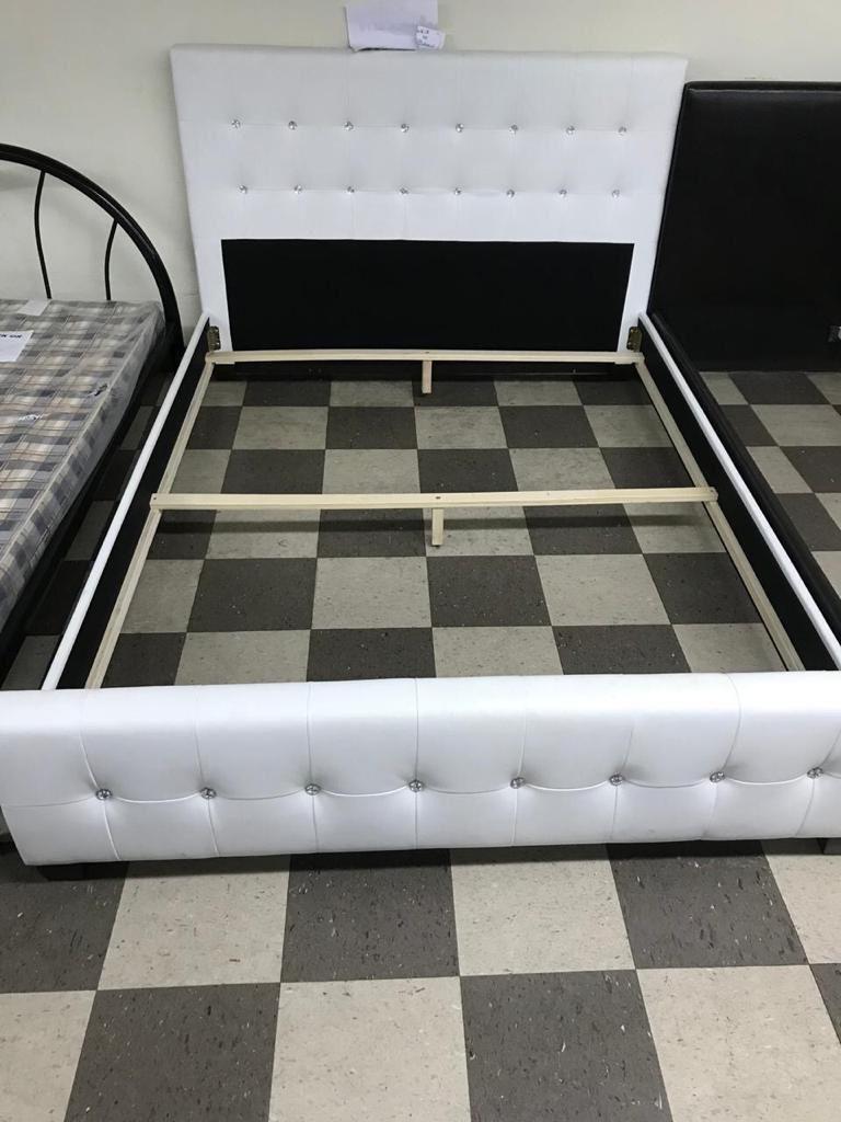 Cama de perlas en leader . Bed, mattress and box