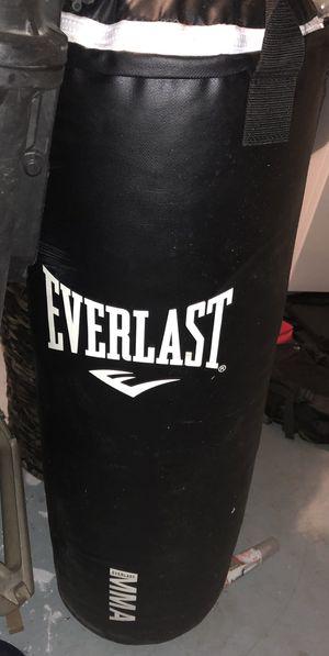 EVERLAST MMA 70LB PUNCHING BAG HANGING NEW for Sale in Jupiter, FL
