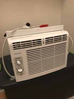 Frigidaire 5,000 BTU window Air conditioner for Sale in Portland, OR