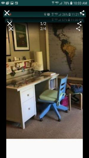 Photo Pottery barn desk and chair