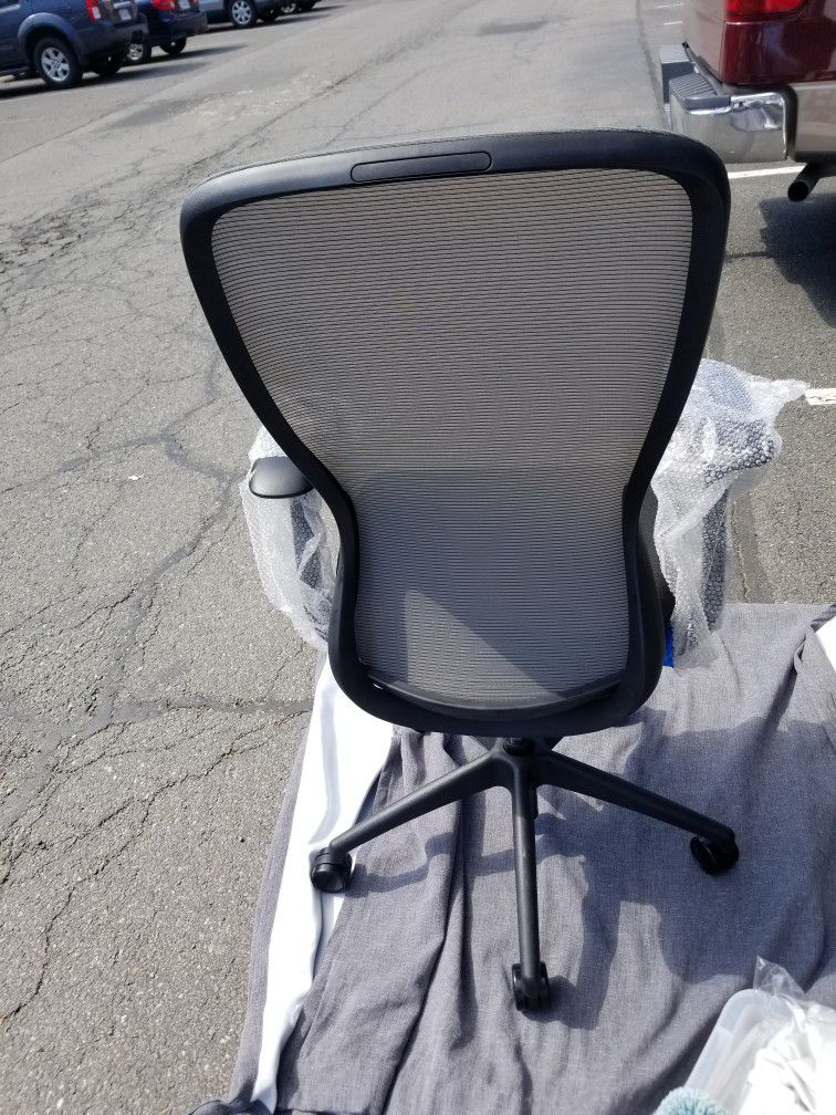 New Staples Ayalon Mesh and Fabric Task Chair Black 51505