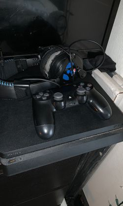 PS4 slim 500 gb with headset and 5 games Thumbnail