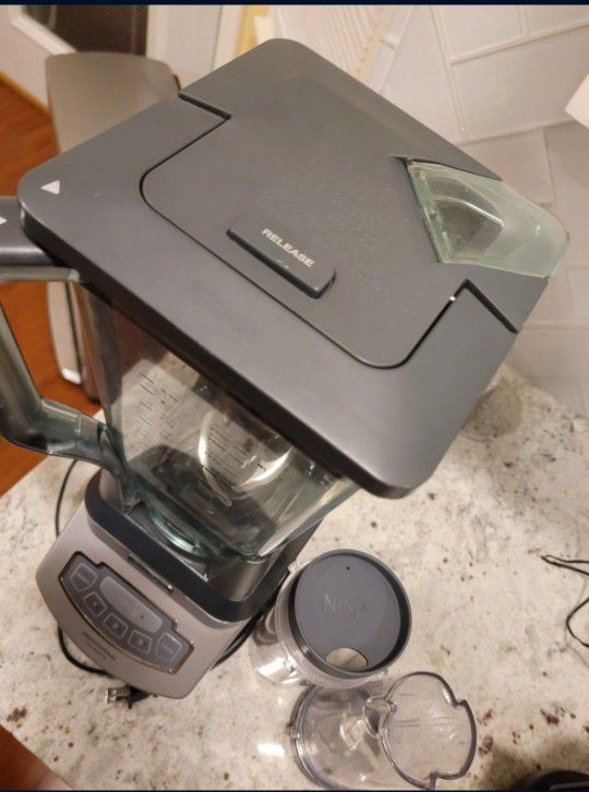 Ninja Professional Blender With 2 Nutri Ninja Smoothie Cups