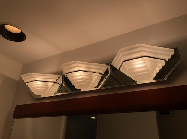 Classic Mirrow bathroom light for Sale in Miami, FL - OfferUp