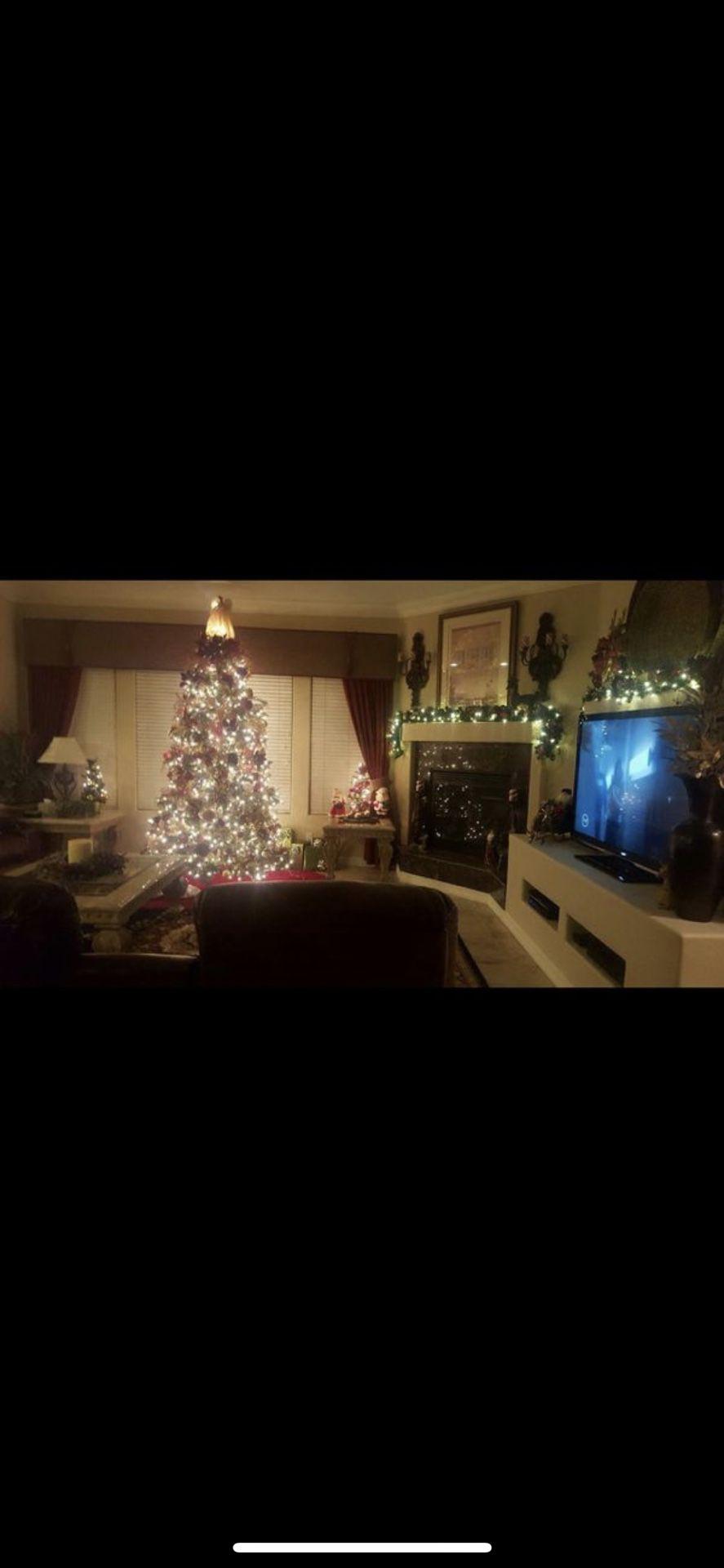 9.5ft pre-lit Christmas Tree