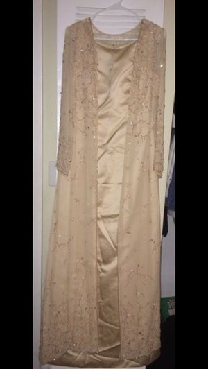 Amazing 2 pieces gold gown for Sale in Fort Washington, MD