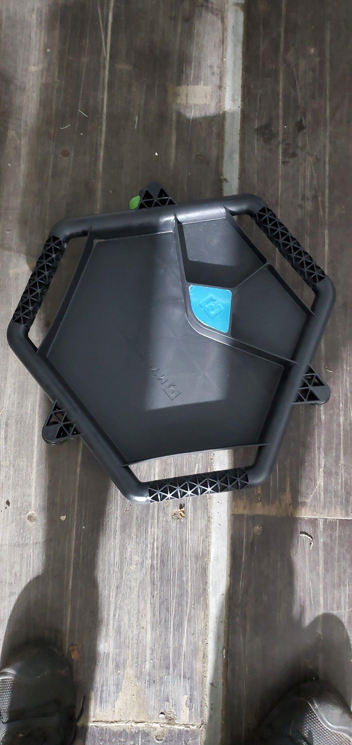 Tool holder on wheels