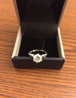 SIZE 7 DIAMOND RING LAB SIMULATED| NEW|1.45 CARAT| 14K WHITE GOLD OVER SILVER | CLARITY VVS1 | COLOR D for Sale in Alexandria, VA