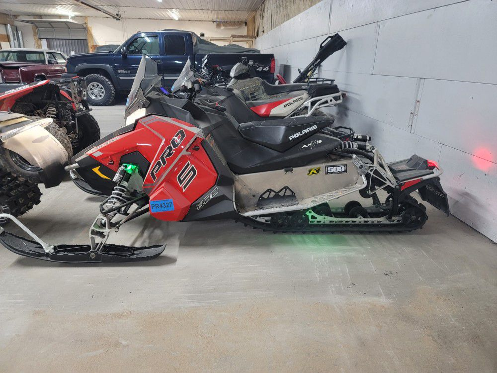 Photo 2018 polaris switch back pros 800 137 track very low millage 571 $10500 or obo