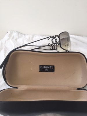 Channel woman's Logo sunglasses mint condition for Sale in Albany, NY