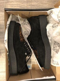 Tuk shoes Thumbnail
