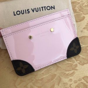 Authentic Louis Vuitton Pink Vernis Card Holder for Sale in Gainesville, VA