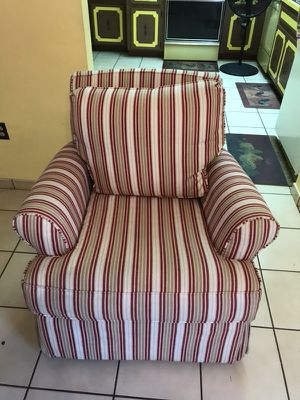 2 like new chairs for Sale in Hialeah, FL
