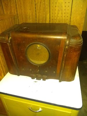 Photo Serious buyers only 1930's to 1940's foreign silvertone radio