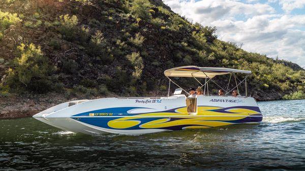 28� advantage party cat xl deck boat