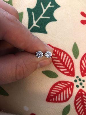 Like New Bella Luce' set of round stud earrings in sterling silver for Sale in Farmville, VA