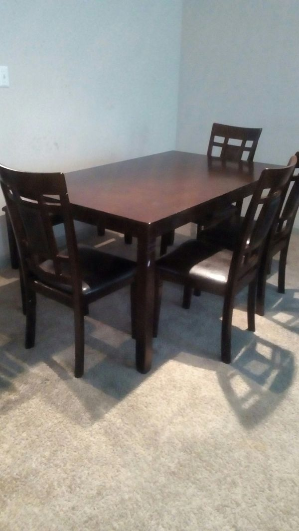 Complete Leather Dining Room Set Great Condition Atlanta GA