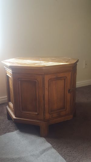 End table for Sale in Salt Lake City, UT