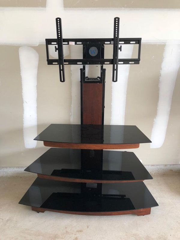 3 Tier Glass Tv Stand In Excellent Condition For Sale In San Antonio Tx