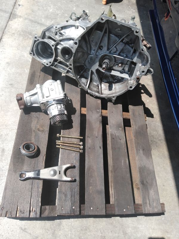 2002-2004 Honda CR-V All Wheel Drive Transmission for Sale in Los Angeles,  CA - OfferUp
