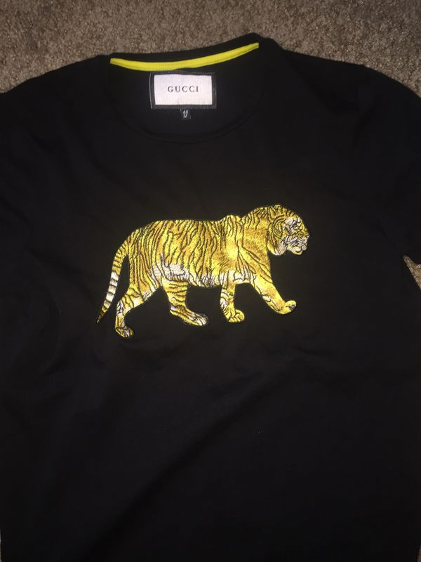 0645ce066e63 Black and gold Gucci shirt size medium for Sale in Las Vegas