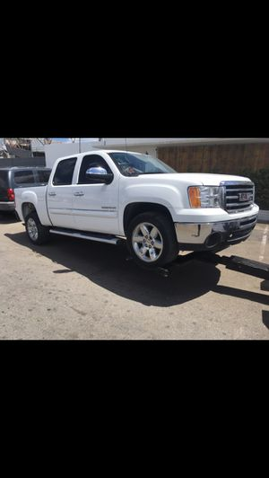 2013 crew cab GMC Sierra 1500 2wd 5.3 V8 , Flood Damage, Does NOT run, for parts or export, 44k miles, Silverado for Sale in Lauderdale Lakes, FL