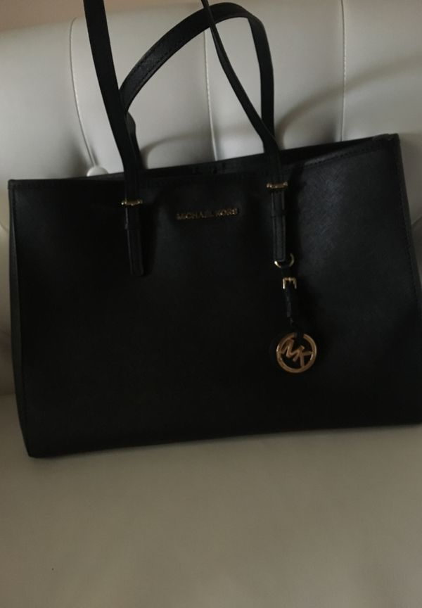 6e93b90f09e5 Large MK tote bag very clean!! for Sale in Vista