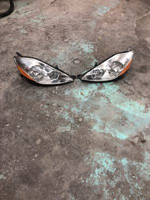 Toyota Sienna 2006-2012 headlight OEM for Sale in Silver Spring, MD