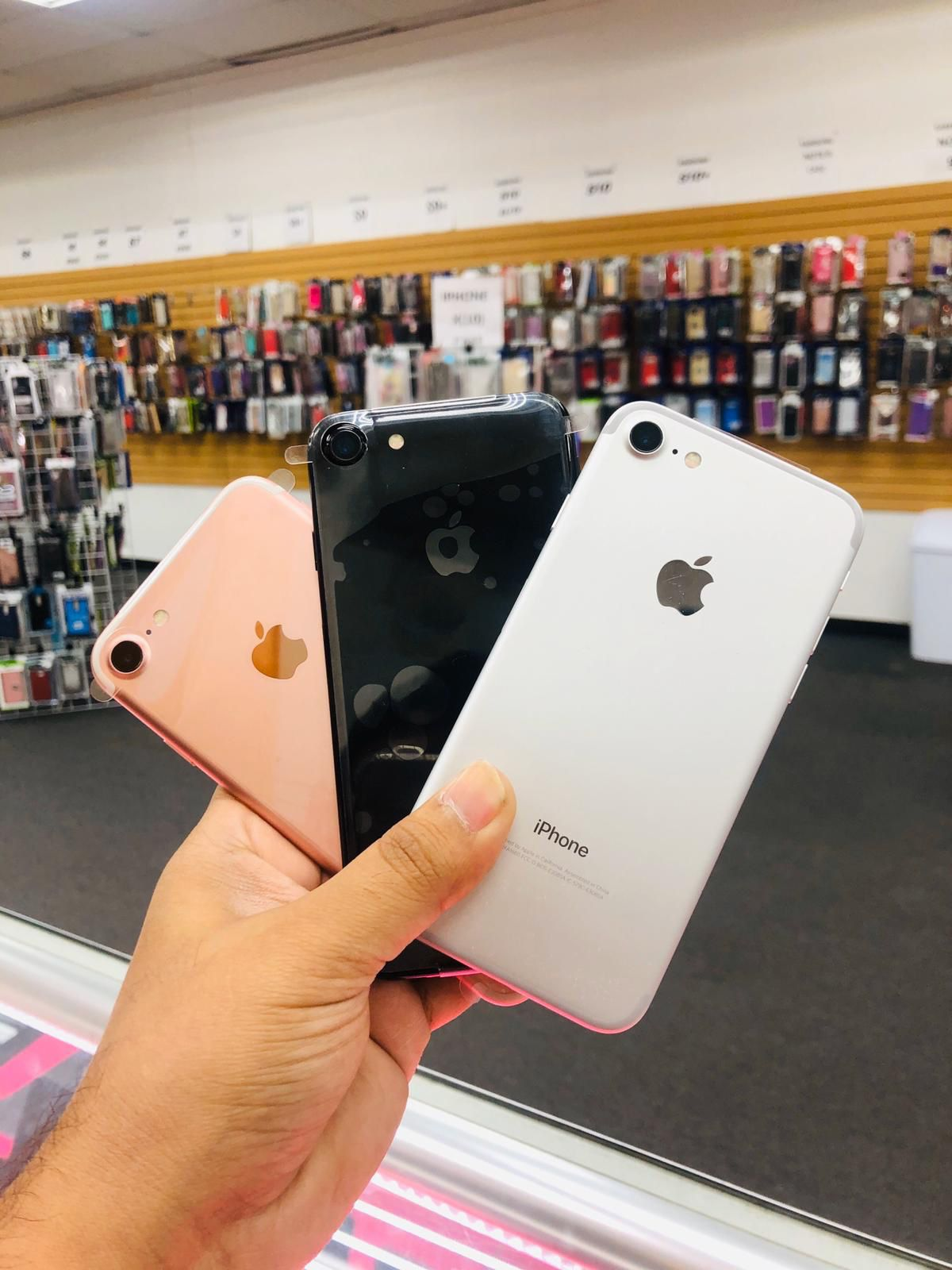 iPhone 7 32GB Unlocked ! we are a store