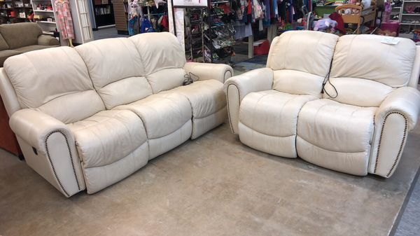 Electric recliner sofa set leather for Sale in Tallahassee, FL - OfferUp