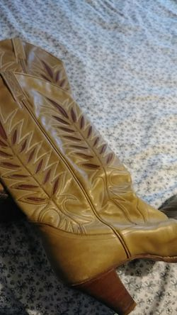Size 9 Vintage Cowgirl Boots Thumbnail