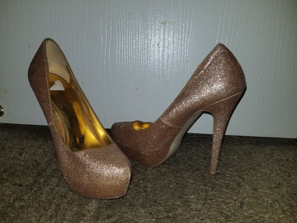Size 7. Gold sparkly high heels