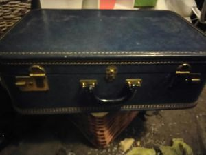 Vintage Travelux Suitcase in Excellent condition for Sale in Dallas, TX