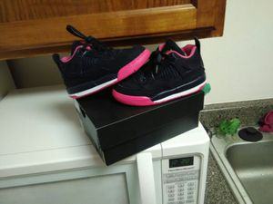 Air Jordan 4s dont fit my daughter size 9c worn once for Sale in Denver, CO