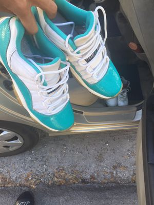Air Jordan 11 Retro Low (Size 7) for Sale in TEMPLE TERR, FL