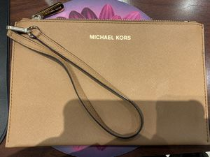 MK wristlet (AUTHENTIC) for Sale in MONTGOMRY VLG, MD