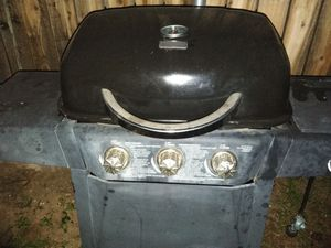 Propane grill electric start 4 burner one burner on side work's great for Sale in Glendale, AZ