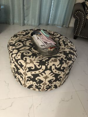 Ottoman & Couch Chair for Sale in Pembroke Pines, FL