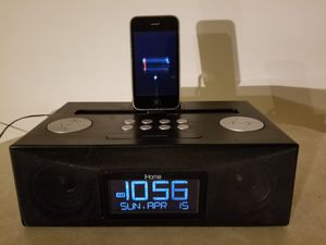 I HOME DOCKING ALARM CLOCK STEREO SYSTEM WITH DATE AND AM/FM STEREO $10 for Sale in Fort Pierce, FL