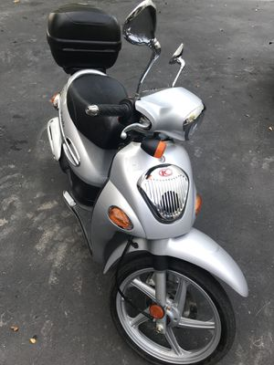 Awesome scooter in perfect condition 49cc motorcycle for Sale in Affton, MO