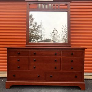 Dresser with Mirror for Sale in Woodbridge, VA