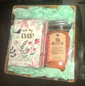 Honey Almond and Creamy Pumpkin Frosting Candle Gift Set for Sale in Detroit, MI