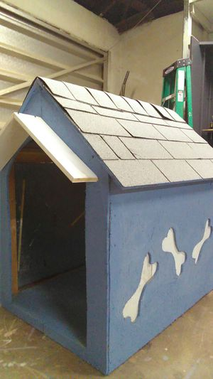Big big big dog house 3ft by3ft by4ft for Sale in Bakersfield, CA