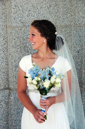 Wedding Dress - ivory chiffon size 4 for Sale in Salt Lake City, UT